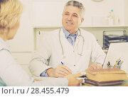 Купить «Professor of medicine training colleague», фото № 28455479, снято 17 июня 2019 г. (c) Яков Филимонов / Фотобанк Лори