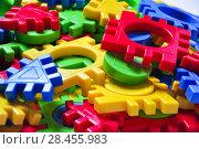 Купить «Детский разноцветный пластмассовый конструктор пазл головоломка», фото № 28455983, снято 25 января 2018 г. (c) Алёшина Оксана / Фотобанк Лори