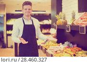 Купить «Shopping assistant demonstrating assortment», фото № 28460327, снято 23 ноября 2016 г. (c) Яков Филимонов / Фотобанк Лори