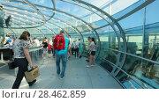 Купить «Inside a capsule of the British Airways i360 observation tower in Brighton», видеоролик № 28462859, снято 1 августа 2017 г. (c) Ирина Мойсеева / Фотобанк Лори