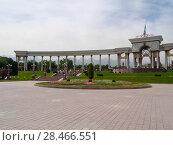 Купить «Арка парка первого президента республики Казахстан в Алмате», фото № 28466551, снято 21 мая 2018 г. (c) Максим Гулячик / Фотобанк Лори