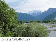 Весенний пейзаж с рекой Терек и Кавказскими горами. Стоковое фото, фотограф Ирина Водяник / Фотобанк Лори