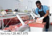 Купить «Butcher cutting meat», фото № 28467975, снято 20 апреля 2018 г. (c) Яков Филимонов / Фотобанк Лори