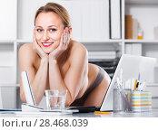 Купить «Portrait of young girl in underpants in the office», фото № 28468039, снято 24 апреля 2017 г. (c) Яков Филимонов / Фотобанк Лори