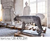 Купить «School of sculptors, restoration of sculptures, workshop repair depot», фото № 28470291, снято 2 марта 2014 г. (c) Сурикова Ирина / Фотобанк Лори