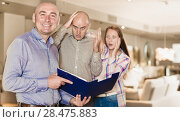 Купить «Furniture salesman with couple shocked by prices», фото № 28475883, снято 16 мая 2017 г. (c) Яков Филимонов / Фотобанк Лори
