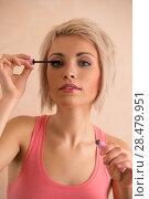 Купить «Elegant blonde beauty doing makeup», фото № 28479951, снято 18 января 2014 г. (c) Ingram Publishing / Фотобанк Лори