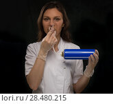 Купить «Female doctor holding can with oxygen and breathing through the mask», фото № 28480215, снято 16 мая 2014 г. (c) Ingram Publishing / Фотобанк Лори