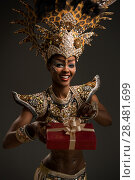 Купить «Beautiful african woman wearing carnival dress holding Christmas gift», фото № 28481699, снято 13 ноября 2014 г. (c) Ingram Publishing / Фотобанк Лори
