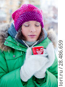 Купить «Young woman in winter outfit enjoy a coffee», фото № 28486659, снято 2 января 2012 г. (c) Ingram Publishing / Фотобанк Лори