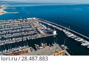View from drone to marina of Barcelona (2017 год). Стоковое фото, фотограф Яков Филимонов / Фотобанк Лори