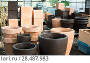 Купить «Illustration of clay pots for flowers», фото № 28487983, снято 23 февраля 2018 г. (c) Яков Филимонов / Фотобанк Лори