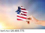 Купить «hand holding paper house in colors of american flag», фото № 28489775, снято 17 июля 2018 г. (c) Syda Productions / Фотобанк Лори