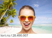 Купить «happy woman or teenage girl in sunglasses on beach», фото № 28490007, снято 18 апреля 2020 г. (c) Syda Productions / Фотобанк Лори