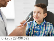 Купить «dentist giving toothbrush to kid patient at clinic», фото № 28490595, снято 22 апреля 2018 г. (c) Syda Productions / Фотобанк Лори