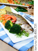 Купить «Dish with baked trout and vegetables on the kitchen table», фото № 28493731, снято 21 ноября 2019 г. (c) Ingram Publishing / Фотобанк Лори