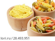 Купить «Wooden bowls of tricolor pasta isolated over white background», фото № 28493951, снято 18 августа 2019 г. (c) Ingram Publishing / Фотобанк Лори