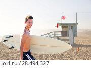 Купить «Surfer boy teenager with surfboard in Santa Monica Lifeguard house California», фото № 28494327, снято 20 июня 2019 г. (c) Ingram Publishing / Фотобанк Лори