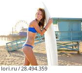 Купить «Beautiful surfer teen girl with surfboard in Santa Monica beach California Lifeguard house», фото № 28494359, снято 20 июня 2019 г. (c) Ingram Publishing / Фотобанк Лори