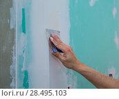Купить «Drywall hydrophobic plasterboard in green plastering seam with trowel», фото № 28495103, снято 10 марта 2013 г. (c) Ingram Publishing / Фотобанк Лори