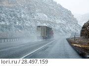 US snowing I 15 interstate snowed road in Nevada USA (2013 год). Стоковое фото, фотограф Tono Balaguer / Ingram Publishing / Фотобанк Лори