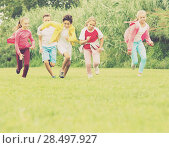 Купить «Company of kids are jogning together», фото № 28497927, снято 7 сентября 2017 г. (c) Яков Филимонов / Фотобанк Лори