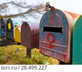 California grunge mailboxes along Pacific Highway Route 1 US 101 USA (2013 год). Стоковое фото, фотограф Tono Balaguer / Ingram Publishing / Фотобанк Лори