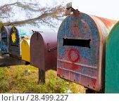 California grunge mailboxes along Pacific Highway Route 1 US 101 USA (2013 год). Стоковое фото, фотограф Tono Balaguer / Ingram Publishing / Фотобанк Лори