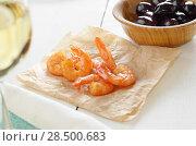 Купить «Shrimps snack served on baking paper», фото № 28500683, снято 23 июля 2018 г. (c) Ingram Publishing / Фотобанк Лори
