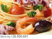 Купить «Seafood spaghetti marinara pasta with octopus, shrimps, cherry tomatoes and olives», фото № 28500691, снято 23 июля 2018 г. (c) Ingram Publishing / Фотобанк Лори