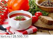Homemade Gazpacho tomato soup in white bowl. Healthy eating concept. Стоковое фото, агентство Ingram Publishing / Фотобанк Лори