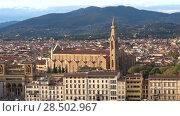 Купить «Basilica di Santa Croce (Церковь святого Креста) в городском пейзаже сентябрьским вечером. Флоренция, Италия», видеоролик № 28502967, снято 19 сентября 2017 г. (c) Виктор Карасев / Фотобанк Лори