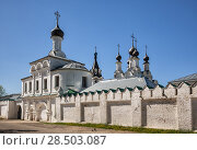 Купить «Gate church and dome of Cathedral of the Annunciation Monastery. Murom, Russia», фото № 28503087, снято 13 мая 2018 г. (c) Юлия Бабкина / Фотобанк Лори