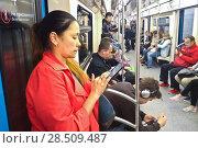 Купить «В вагоне Московского метро», фото № 28509487, снято 1 июня 2018 г. (c) Victoria Demidova / Фотобанк Лори