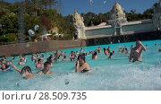 Купить «Огромная волна в бассейне с искусственными волнами Wave Palace сметает посетителей. Аквапарк Сиам, Коста-Адехе, Тенерифе, Канары, Испания», видеоролик № 28509735, снято 9 марта 2018 г. (c) Кекяляйнен Андрей / Фотобанк Лори