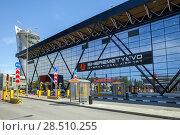 "Moscow, Russia - MAY 09, 2018: Automatic barriers in terminal ""B"" of Sheremetyevo  international airport. Редакционное фото, фотограф Юлия Кузнецова / Фотобанк Лори"