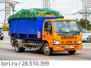 Купить «Isuzu NQR», фото № 28510399, снято 2 июня 2012 г. (c) Art Konovalov / Фотобанк Лори