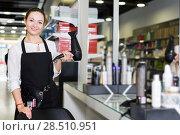 Купить «hairstylist in apron with blow dryer in cosmetics studio», фото № 28510951, снято 31 марта 2018 г. (c) Яков Филимонов / Фотобанк Лори