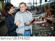 Купить «Couple visiting market of old things», фото № 28514023, снято 23 октября 2017 г. (c) Яков Филимонов / Фотобанк Лори