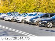 Купить «Парковка автомобилей в Москве», фото № 28514775, снято 8 октября 2014 г. (c) Алёшина Оксана / Фотобанк Лори