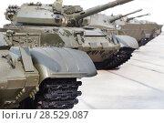Russian tanks  in row outside. Стоковое фото, фотограф Юрий Бизгаймер / Фотобанк Лори