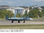 Купить «Российский новый многоцелевого истребителя пятого поколения Су-57( ПАК ФА, Т-50) выезжает на взлетную полосу, Международный авиационно-космический салон МАКС-2015», фото № 28530871, снято 23 августа 2015 г. (c) Малышев Андрей / Фотобанк Лори
