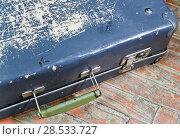Купить «Old shabby suitcase on a wooden floor», фото № 28533727, снято 23 апреля 2017 г. (c) Куликов Константин / Фотобанк Лори