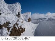 Snow covered mountain peak against sky, Whistler, British Columbia, Canada. Стоковое фото, фотограф Keith Levit / Ingram Publishing / Фотобанк Лори