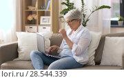 Купить «happy senior woman typing on laptop at home», видеоролик № 28544339, снято 29 мая 2018 г. (c) Syda Productions / Фотобанк Лори