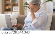 Купить «happy senior woman typing on laptop at home», видеоролик № 28544343, снято 29 мая 2018 г. (c) Syda Productions / Фотобанк Лори