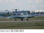 Купить «Российский новый многоцелевого истребителя пятого поколения Су-57( ПАК ФА, Т-50) едет по посадочной полосе, вид слева, Международный авиационно-космический салон МАКС-2015», фото № 28544463, снято 23 августа 2015 г. (c) Малышев Андрей / Фотобанк Лори