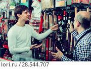 Купить «salesman showing different tools», фото № 28544707, снято 19 ноября 2018 г. (c) Яков Филимонов / Фотобанк Лори