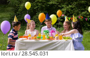 Купить «kids giving presents to birthday child at party», видеоролик № 28545031, снято 5 июня 2018 г. (c) Syda Productions / Фотобанк Лори