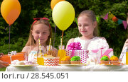 Купить «kids giving presents to birthday child at party», видеоролик № 28545051, снято 5 июня 2018 г. (c) Syda Productions / Фотобанк Лори